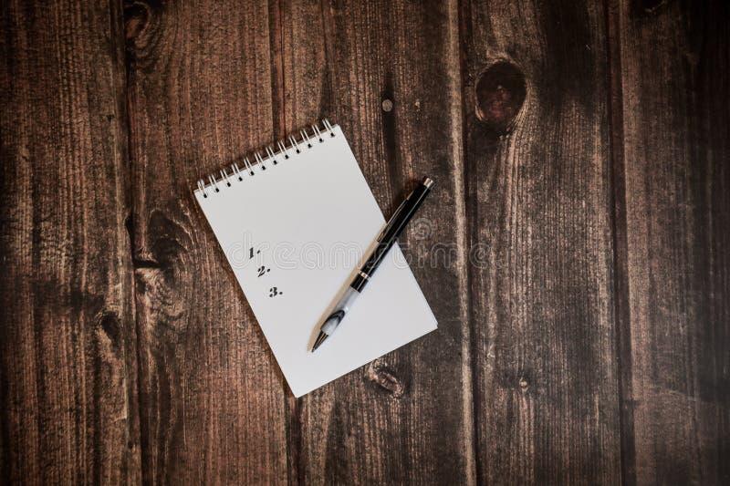 Czas pracować, robić liście zdjęcie royalty free