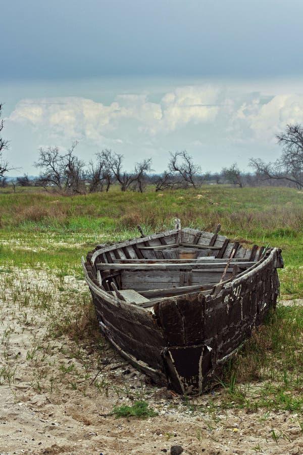 Czas siła złamana łódź fotografia stock