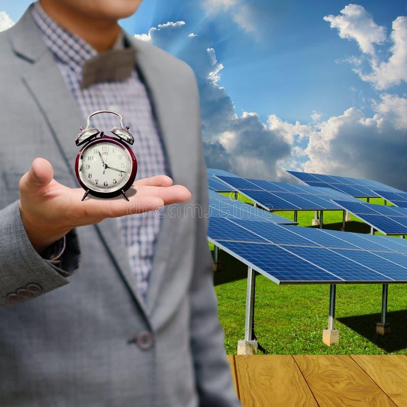 Czas używać energii słonecznej pojęcie fotografia stock