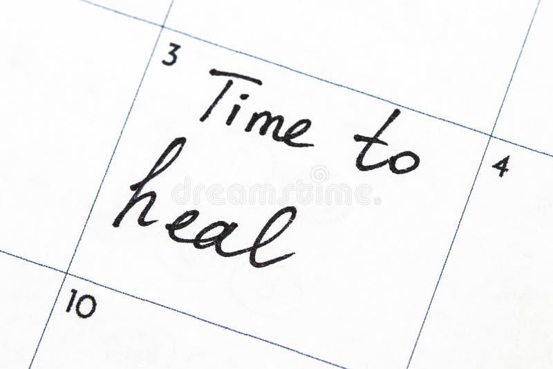 ` czas uzdrawiać ` tekst pisze na kalendarzu zdjęcia stock
