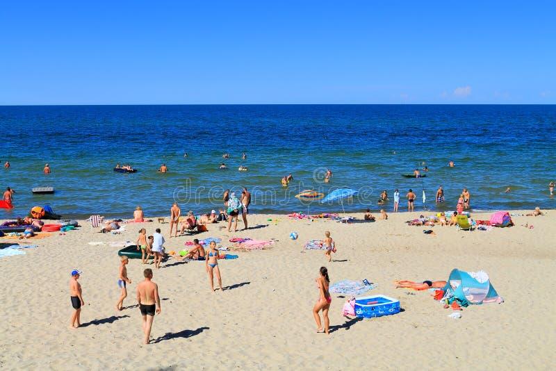 Czas wolny aktywność na piaskowatej plaży obraz stock