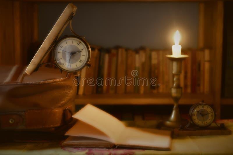 Czas wolny podróżować pojęcie i czytać zdjęcie royalty free