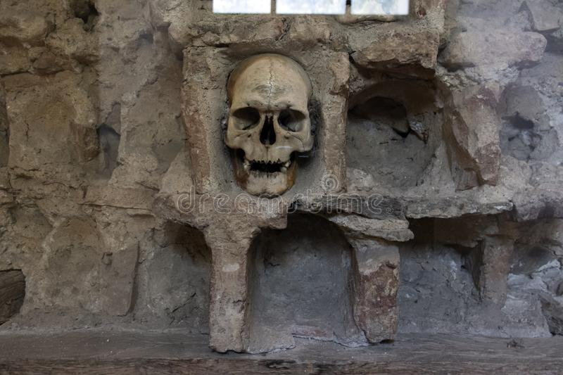Czaszki wierza Cel Kula- budował od 3000 czaszek nieżywi Serbscy wojownicy po powstania w 1809 w mieście Nis, Serbia fotografia royalty free