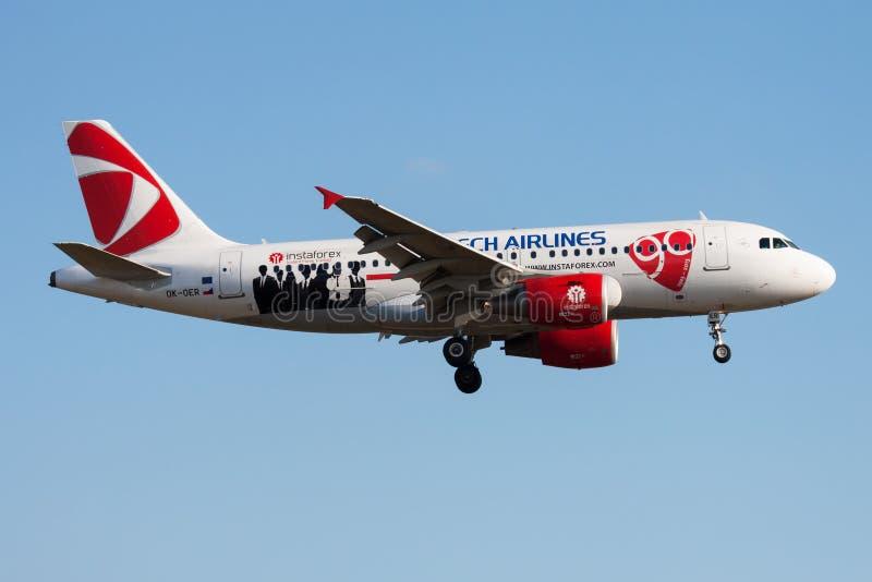 Czech Airlines liberii Aerobus A319 OK-OER samolotu pasażerskiego specjalny lądowanie przy Frankfurt lotniskiem zdjęcie stock