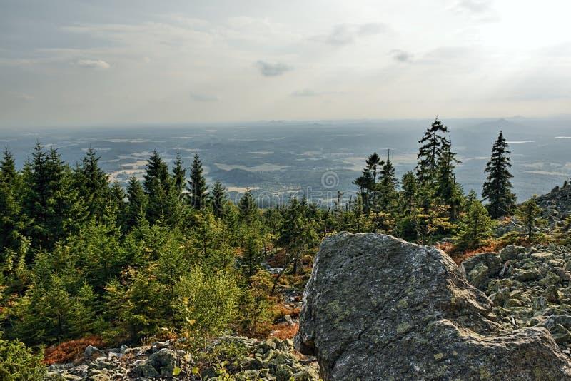 Czecha krajobraz przeglądać od Jested wzgórza blisko Liberec miasta przy lato wieczór zmierzchem 50 rok po sowieckiego zajęcia Cz fotografia royalty free