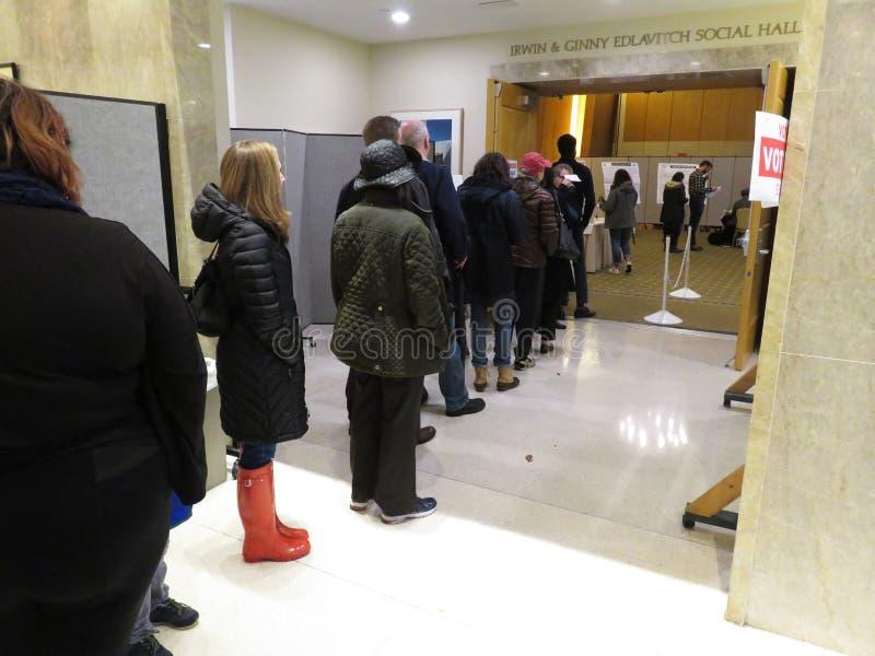 Czekać w linii Głosować w połowa semestru wyborach w washington dc fotografia stock