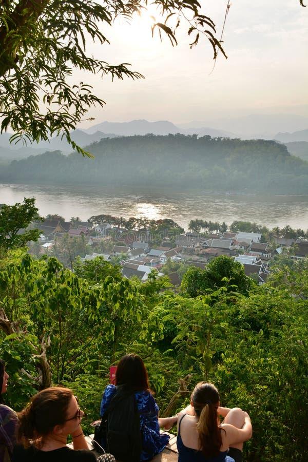 Czekać zmierzch Góra Phousi Luang Prabang Laos zdjęcia stock