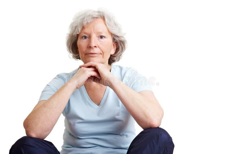 czekanie starsza kobieta zdjęcia stock