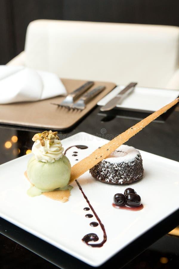 Czekoladowa lawa z zielona herbata lody obraz stock