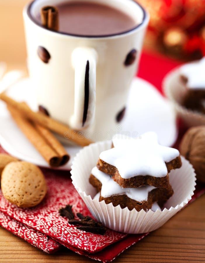 czekoladowe cynamonowe gorące gwiazdy obraz stock