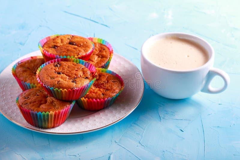 Download Czekoladowego Układ Scalony Muffins Zdjęcie Stock - Obraz złożonej z torty, śniadanio: 106905214