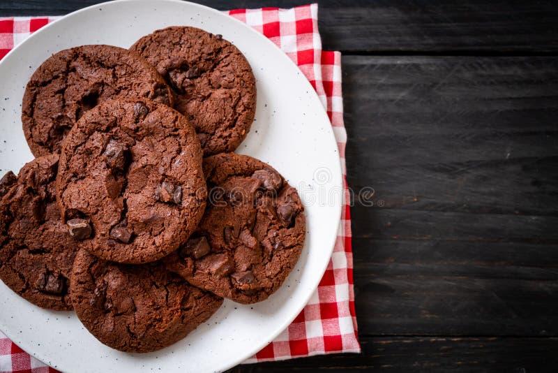 Czekoladowi ciastka z czekoladowymi uk?adami scalonymi zdjęcia royalty free
