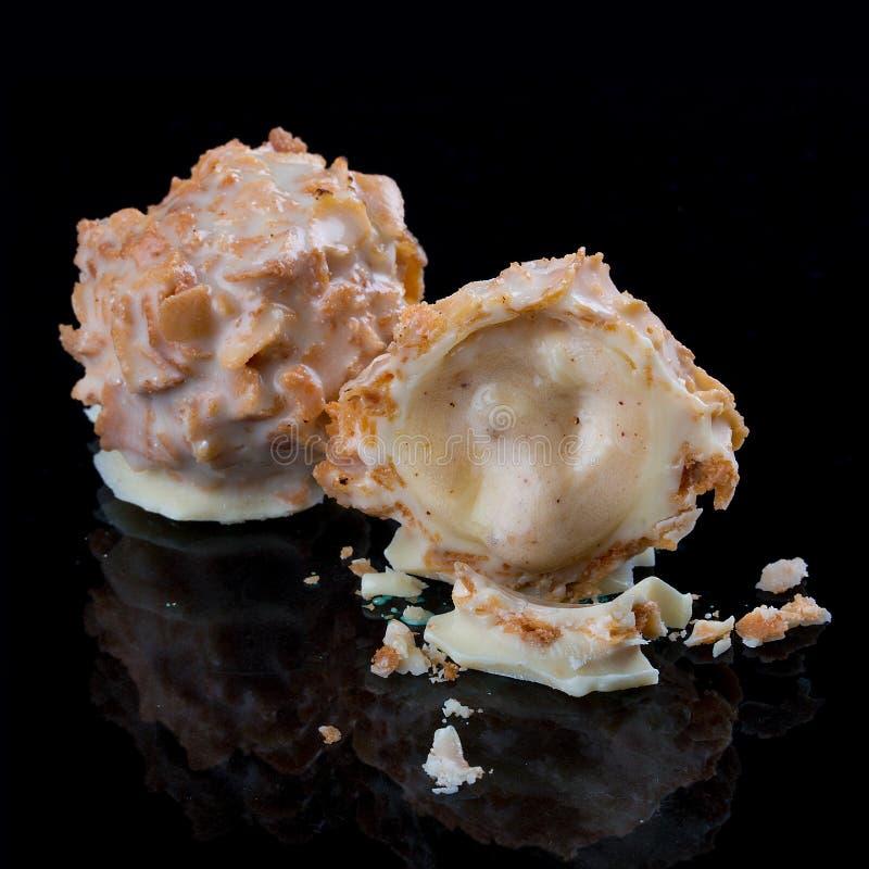 Czekoladowi cukierki, handmade Z śmietanką od ajerkoniaka i białej czekolady obraz stock