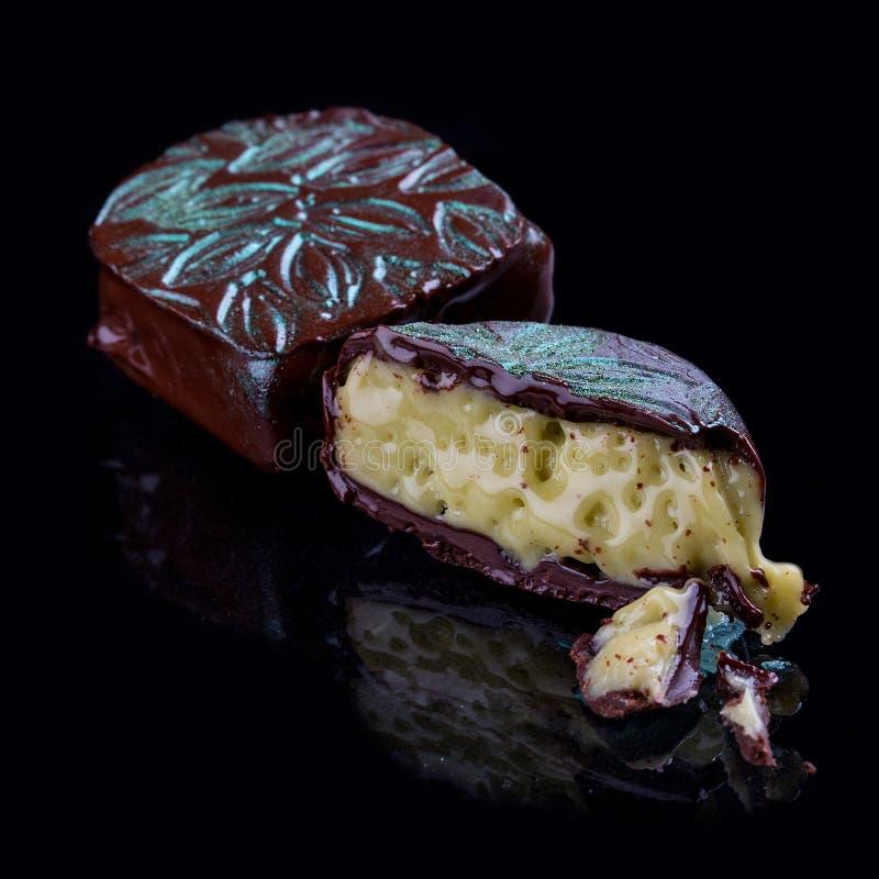 Czekoladowi cukierki, handmade Z pistacjową śmietanką obraz royalty free