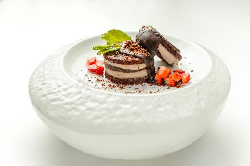 czekoladowy deser z migdałowym farszem marznącym bez szkodliwych additives dla zdrowego odżywiania obraz royalty free