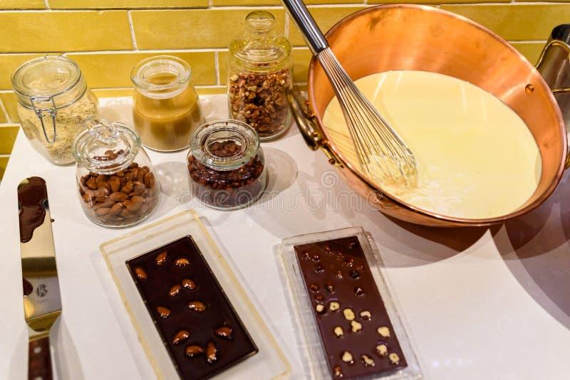 Czekoladowy przygotowanie - robi? czekoladzie w kuchni fotografia royalty free