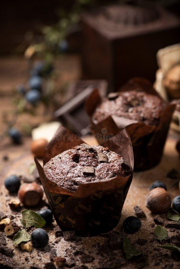 Czekoladowy słodka bułeczka z Czekoladowymi układami scalonymi obraz stock