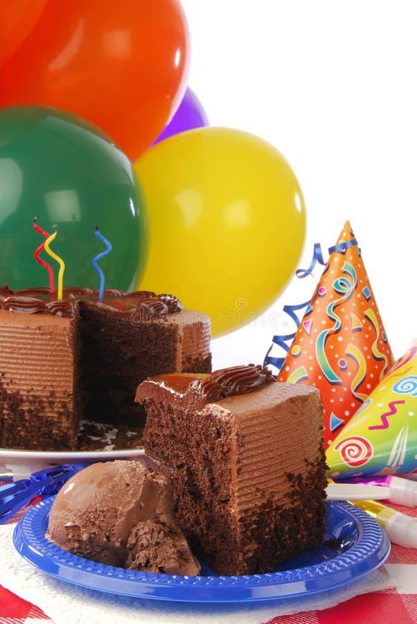 Czekoladowy urodzinowy tort zdjęcie stock