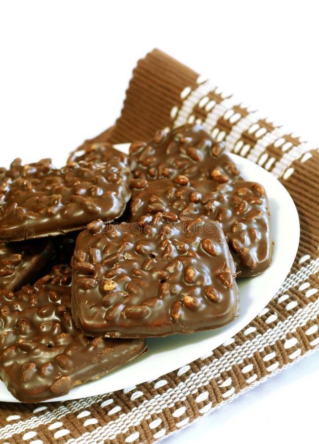 czekoladowych ciastek odosobnione dokrętki biały zdjęcia royalty free