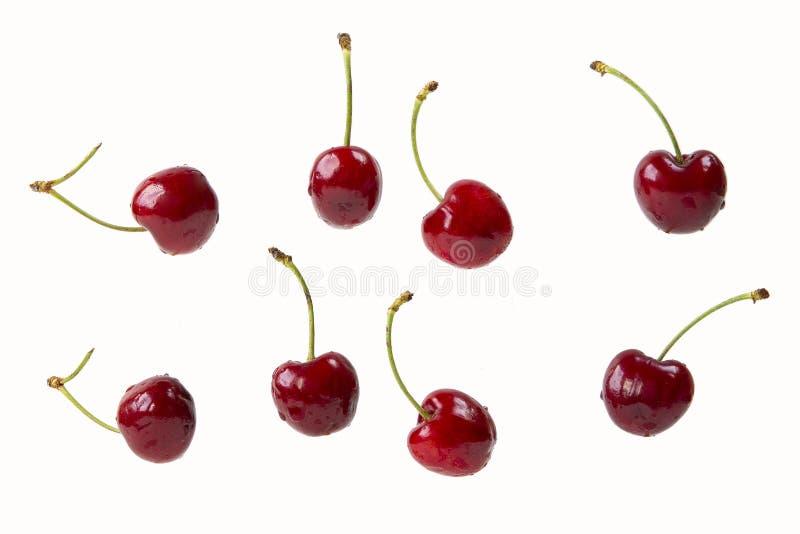 Czereśniowe jagody odizolowywać na bielu w chaotycznym sposobie zdjęcie royalty free