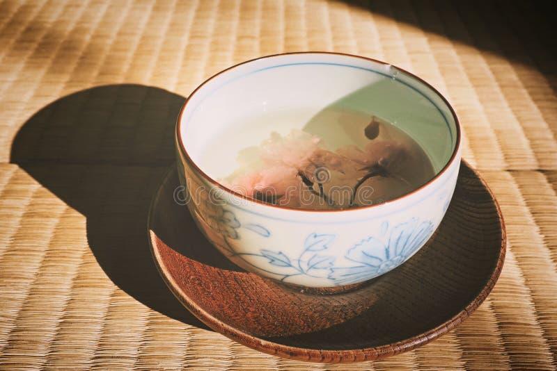 CZEREŚNIOWEGO okwitnięcia herbata fotografia stock