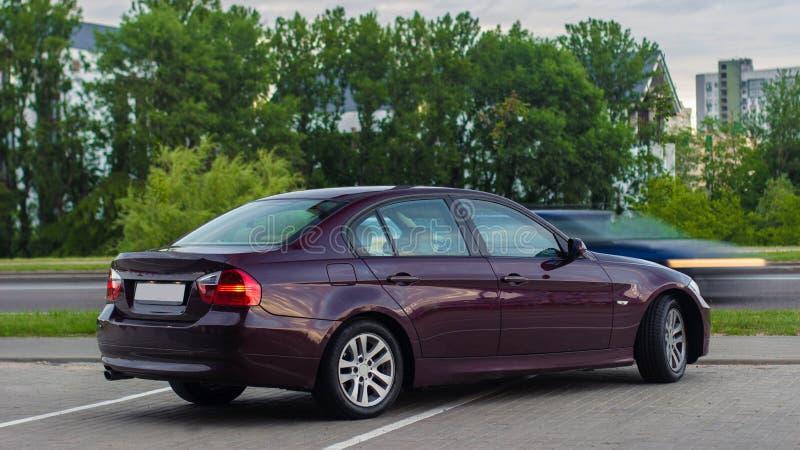 Czereśniowej czerwieni sedan zdjęcia royalty free