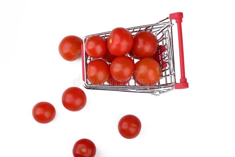Czereśniowi pomidory w wózek na zakupy zdjęcie stock