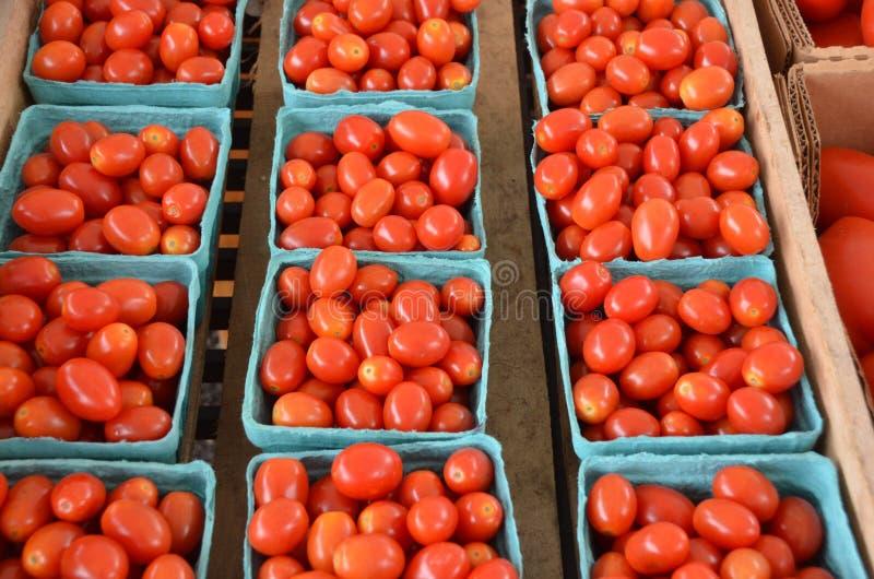 Czereśniowych pomidorów pół kwarci zdjęcia stock