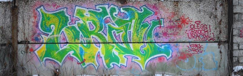Czerep barwioni uliczni sztuka graffiti obrazy z konturami i podcieniowanie zamknięty w górę obrazy stock
