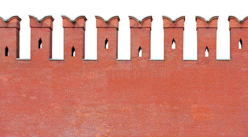 Czerep czerwona ściana z cegieł z kształtującym merlon battlement, odizolowywający na białym tle zdjęcie royalty free