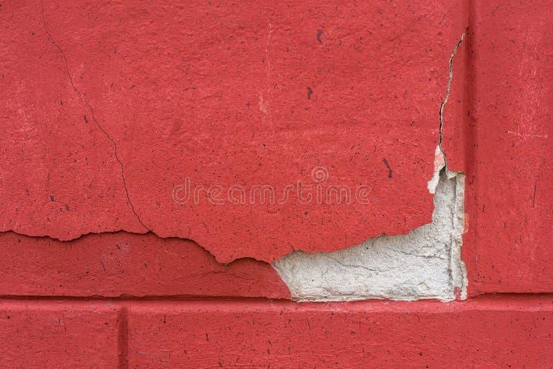 Czerep czerwona betonowa ściana z oryginalnym pęknięciem struktura Tło obraz royalty free