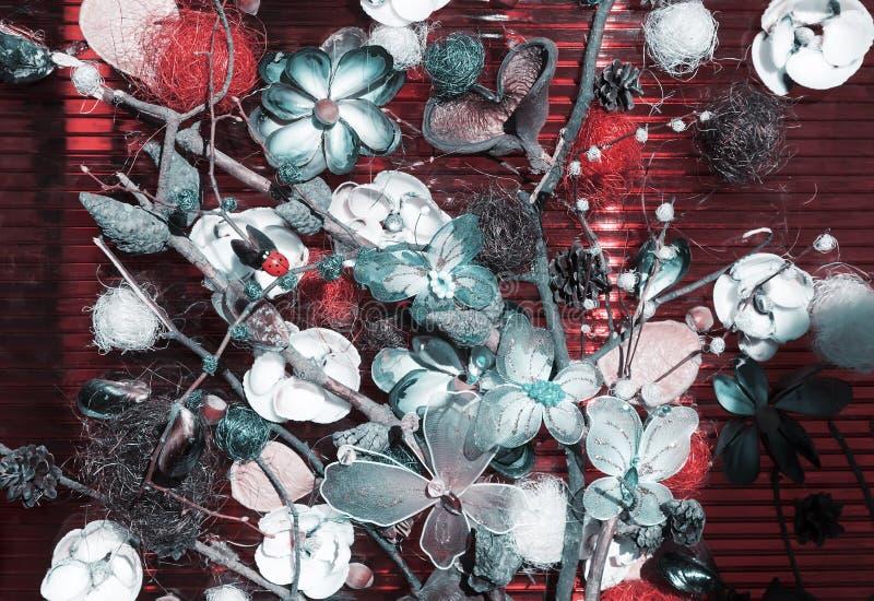 Czerep dekoracyjny panel z kwiatami i motylami zdjęcia stock