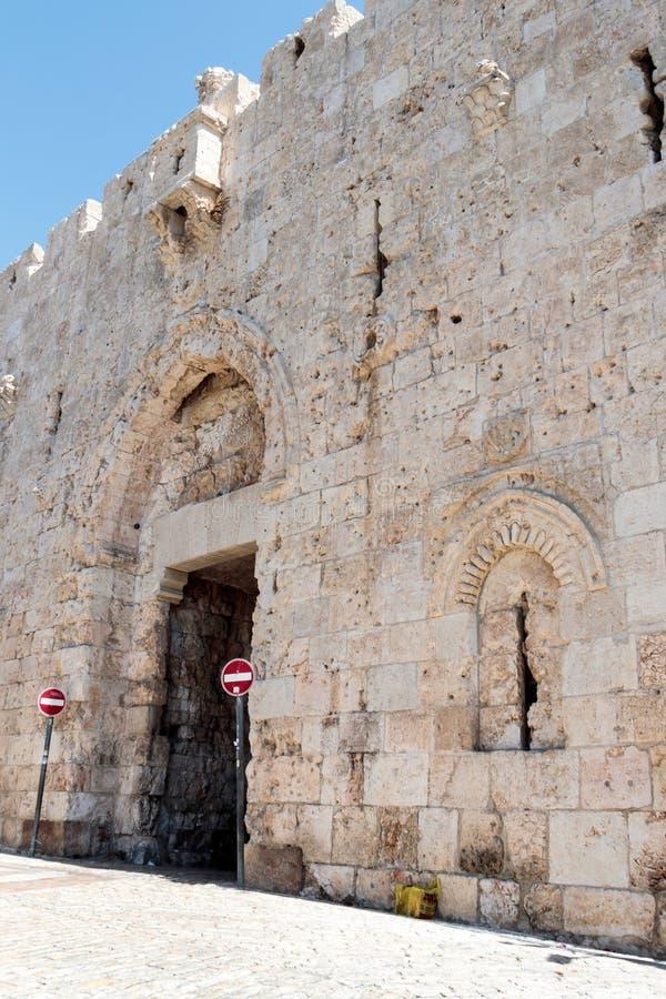 Czerep forteca izoluje Zion brama w starym blisko holuje w Jerozolima, Izrael zdjęcia stock
