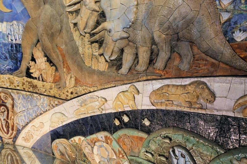 Czerep mozaika z ewolucyjną fabułą od Paleontological muzeum Moskwa 2018 Grudzień 01 obrazy stock