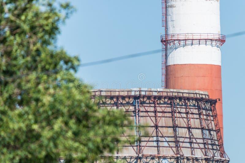 Czerep ogromny chłodniczy wierza w termicznej elektrowni zdjęcia royalty free