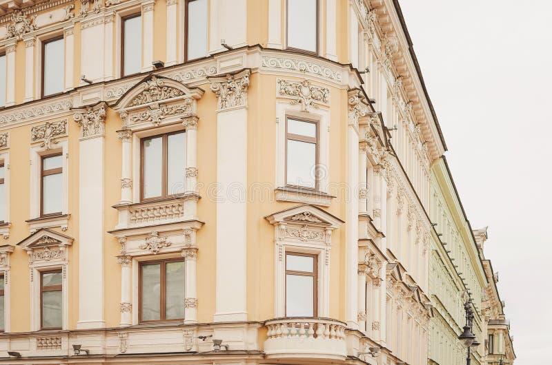 Czerep piękny dziejowy budynek miasto święty Petersburg obrazy royalty free