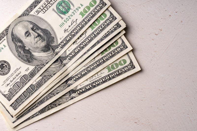 Czerep rachunek 100 USA dolarów Kilka rachunki na białym tle zdjęcie royalty free