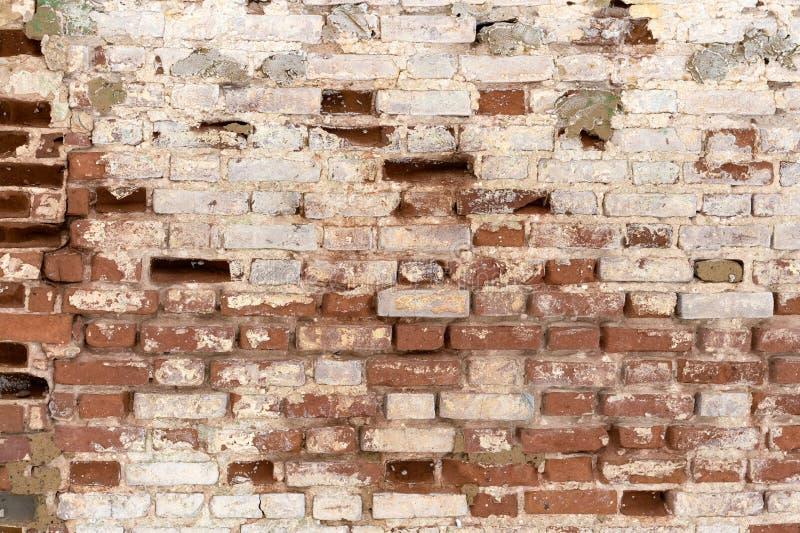 Czerep stara flaked unrestored ściana z cegieł orthodoxal kościół w małym Rosyjskim miasteczku obraz royalty free