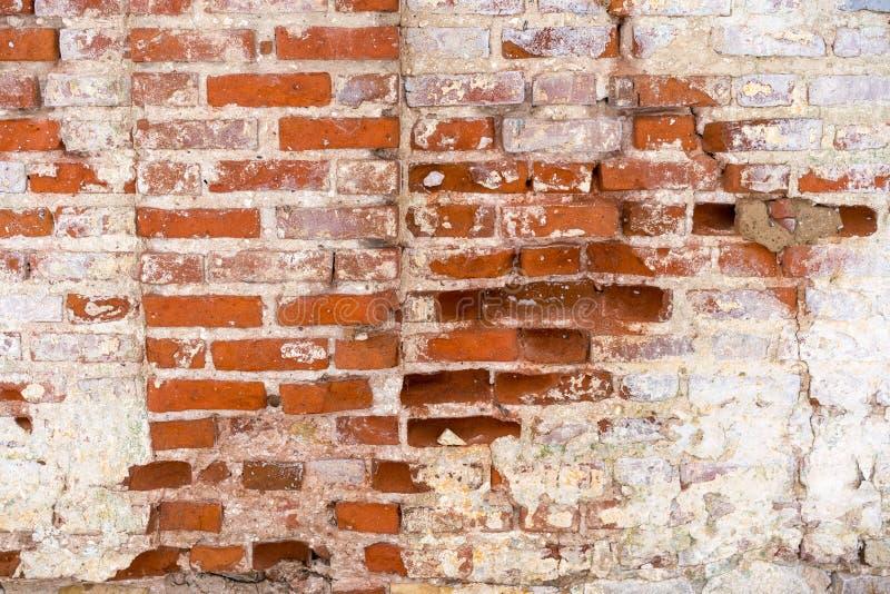 Czerep stara flaked unrestored ściana z cegieł orthodoxal kościół w małym Rosyjskim miasteczku zdjęcia royalty free