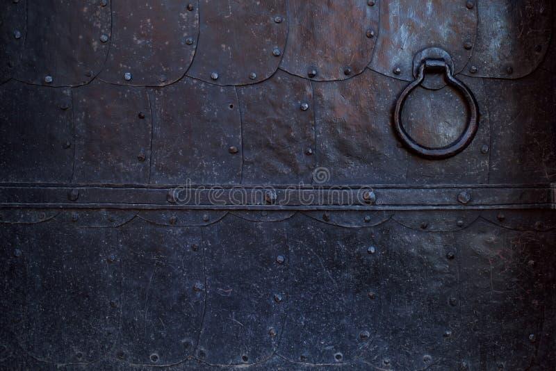 Czerep stary metalu drzwi Czerń forged metali prześcieradła obraz stock