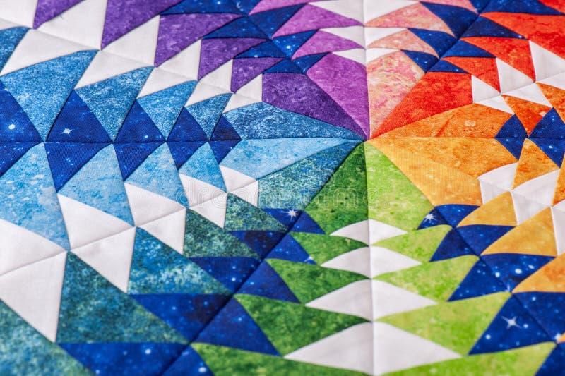 Czerep sześciokąta patchworku blok jak kalejdoskop, szczegół kołderka, kolory tęcza obraz stock