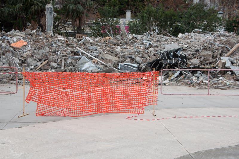 Czerepy wyburzający budynki w popołudniu obrazy stock