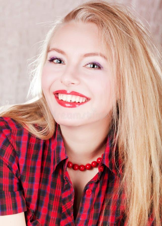 czernić obrazek blond uroczej białej kobiety zdjęcie royalty free