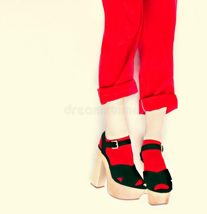 Czerni i czerwieni stylu mody dziewczyna fotografia royalty free