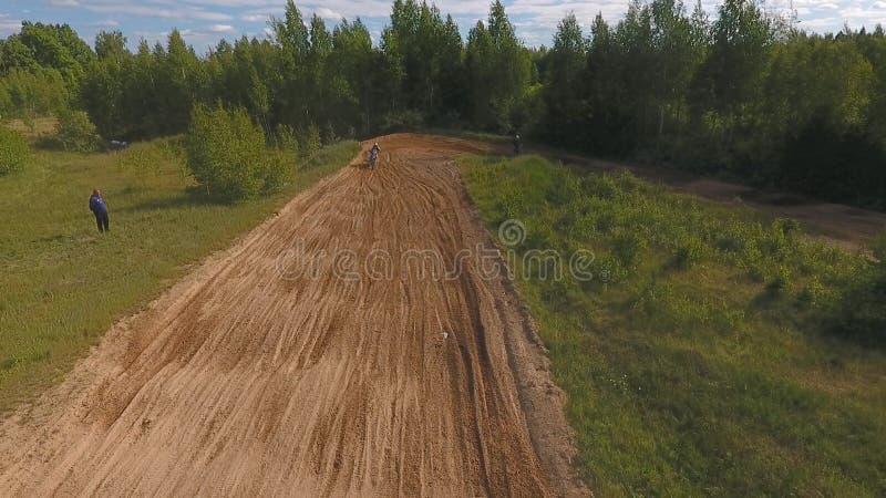 10 2018 Czerwa federacja rosyjska, Bryansk region, Ivot - Krańcowi sporty, przez cały kraj motocross Strzelać z obrazy royalty free
