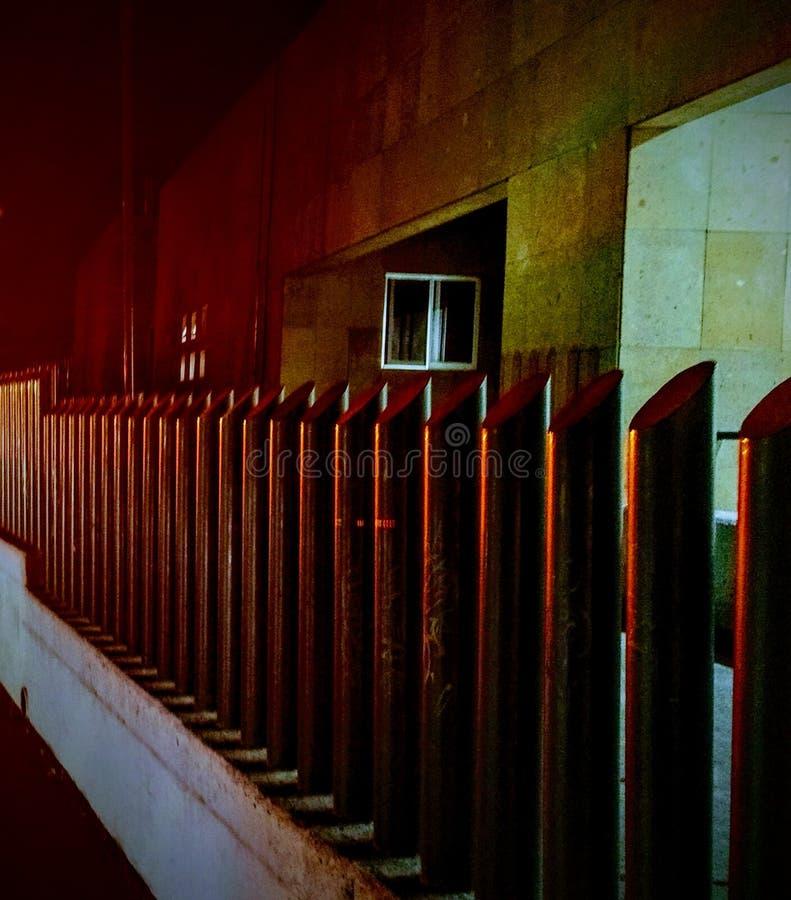Czerwień zaświecający ogrodzenie obrazy royalty free