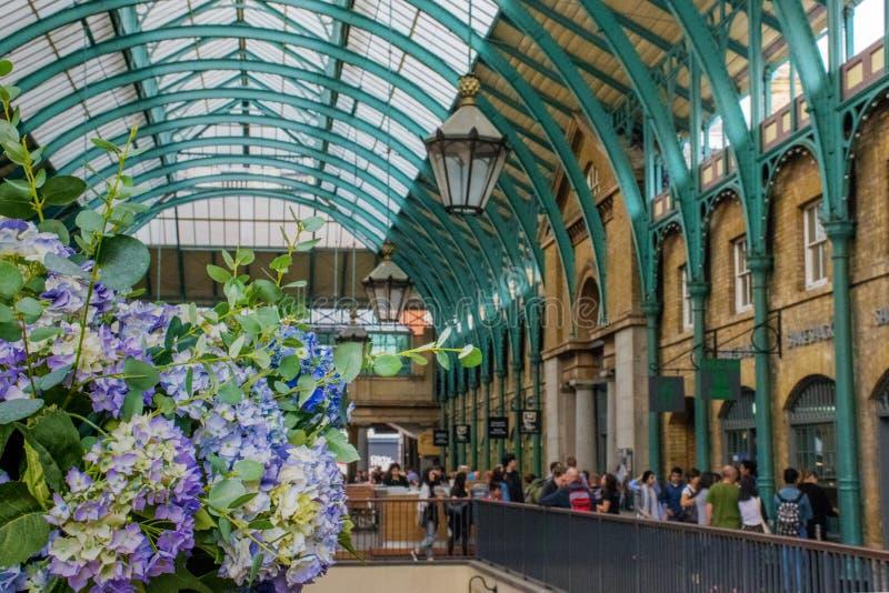 12 Czerwiec, 2015, Covent ogród, Londyn, UK, wśrodku wiktoriański atrium zdjęcie royalty free