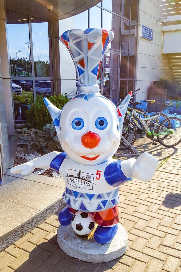 Czerwiec 2019, Federacja Rosyjska, Tatarstan, Kazań Zabawne stworzenia w pobliżu hotelu 'Riviera' - popularny hotel w Kazaniu fotografia royalty free