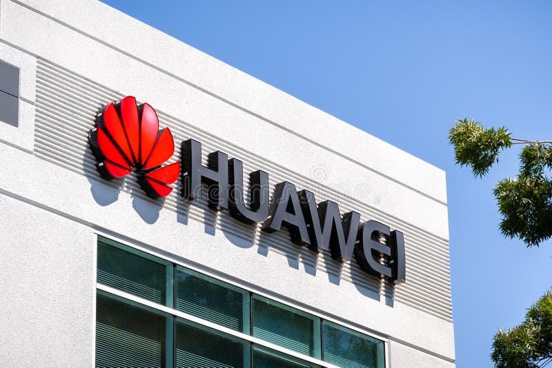 Czerwiec 3, 2019 Santa Clara, CA, usa logo przy ich biurami w Krzemowa Dolina/- Huawei; Huawei jest Chi?skim technologii firm? to fotografia royalty free