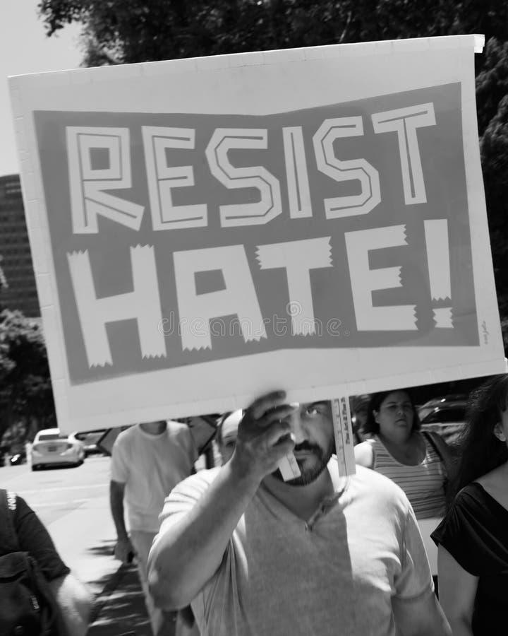 CZERWIEC 30, 2018 Utrzymuje rodzina marsz protestacyjnego z Wpólnie podpisuje wewnątrz Los Angeles, Kalifornia - LOS ANGELES, KAL zdjęcia stock